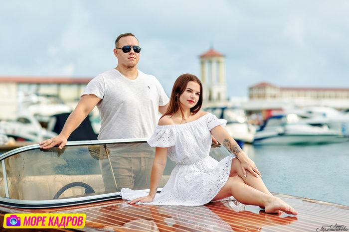 фотосессия для пары на природе в Крыму, пара на фоне моря, молодая пара на отдыхе