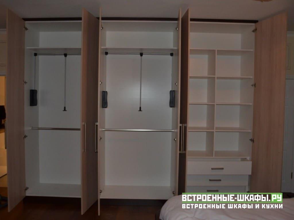 Распашной шкаф под потолок с пантографами и ящиками
