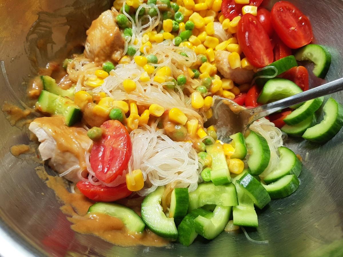 Вкусный и полезный салат Фунчоза с курицей. Блог Вкусный Израиль.