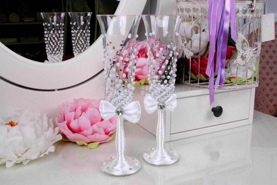 Как украсить свадебные бокалы своими руками из лент фото 440
