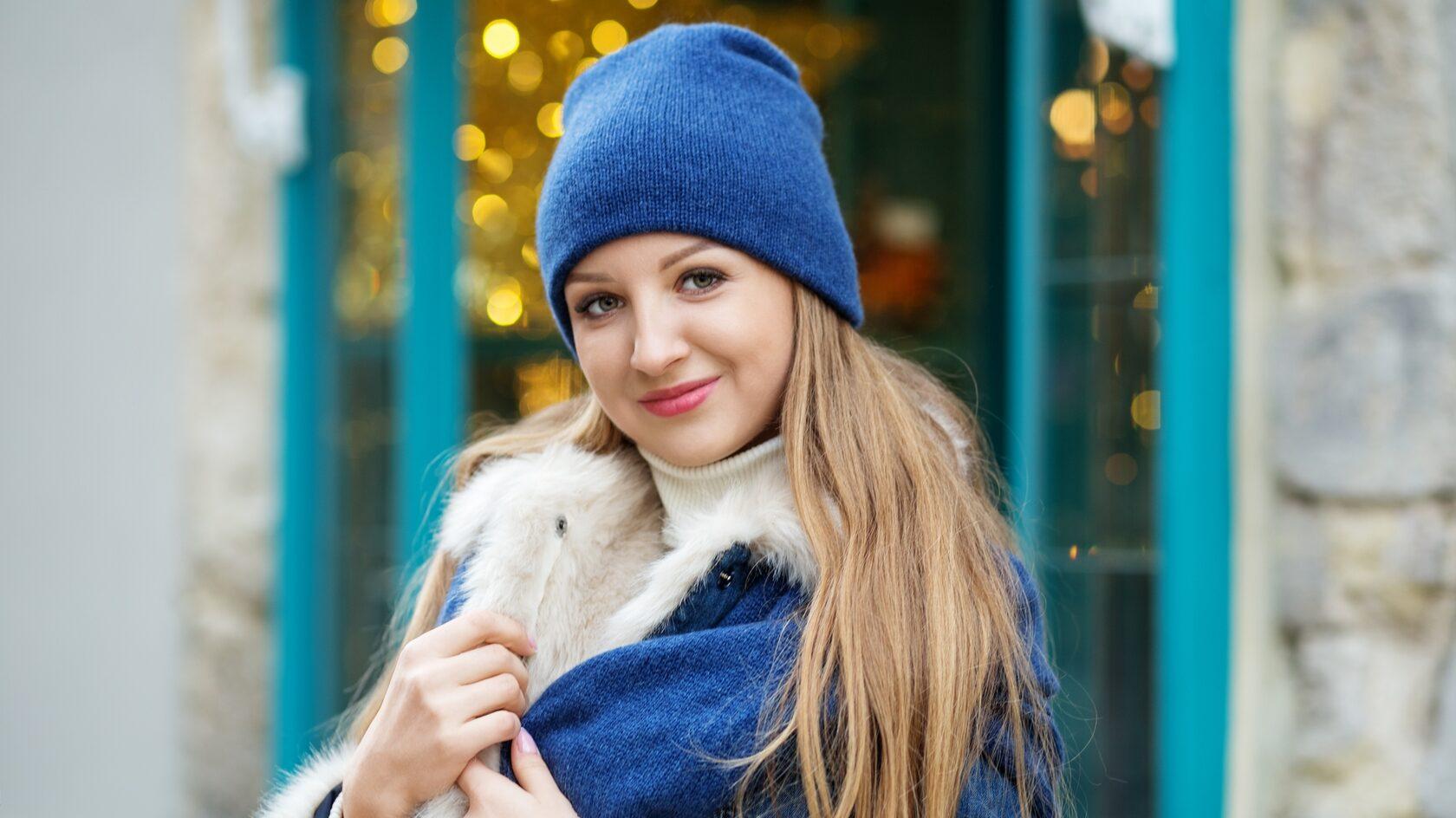 Специалисты MAG Studio советуют носить головные уборы в холодное время года, чтобы защитить волосы и сохранить их сияние.