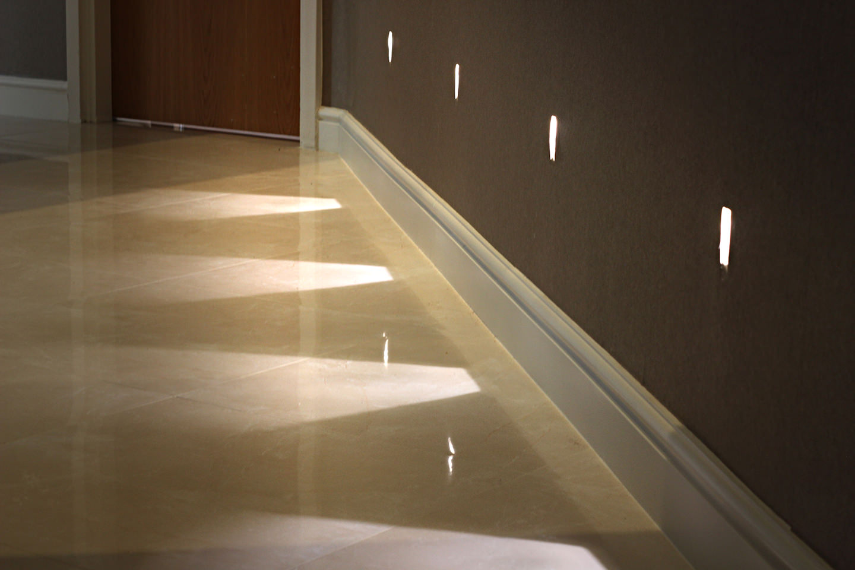 могу перестроить светильники для подсветки пола в коридоре любой страховой