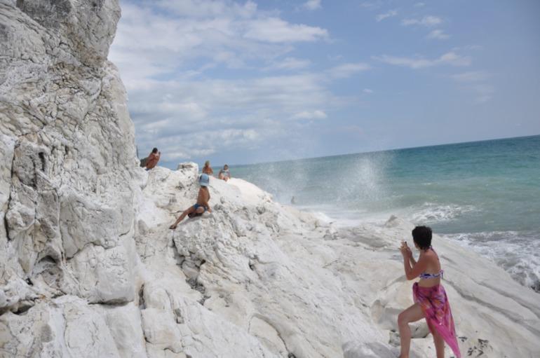 каком-то пляж белые скалы абхазия фото первой отгрузки оптовые