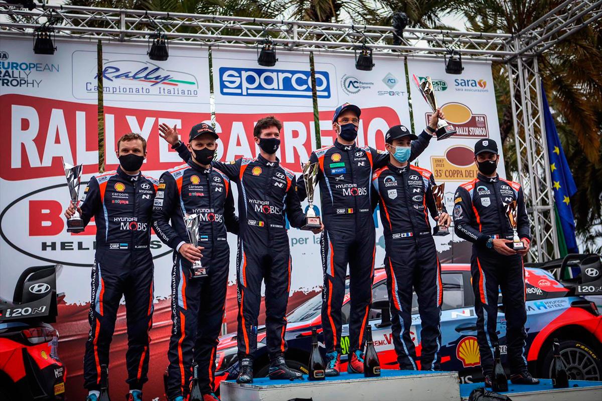 Подиум ралли Сан-Ремо WRC 2021: Тьерри Невилль и Мартейн Видаге, Отт Тянак и Мартин Ярвеоя, Пьер-Луи Лубе и Венсан Ландэ