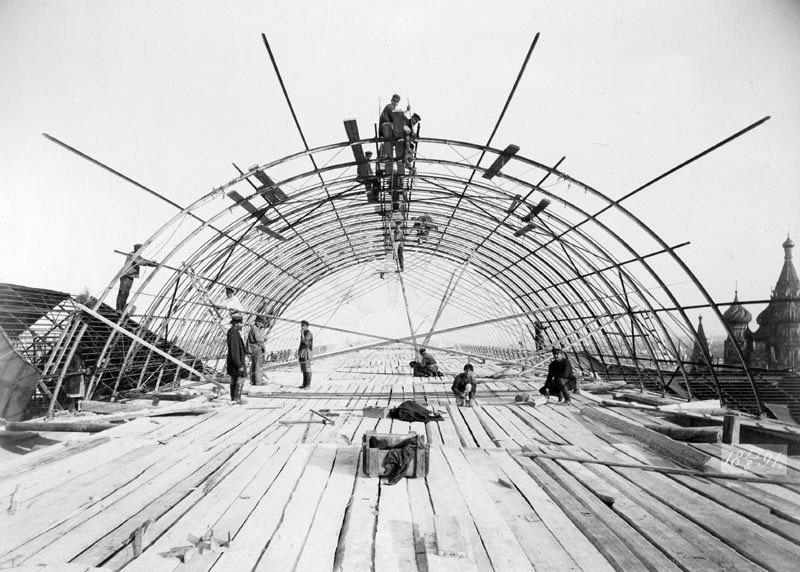 строительство Верхних торговых рядов в Москве