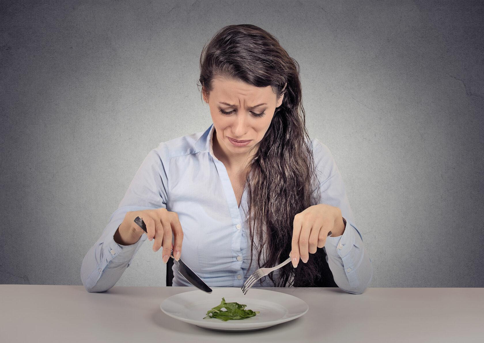 болит голова из-за голода