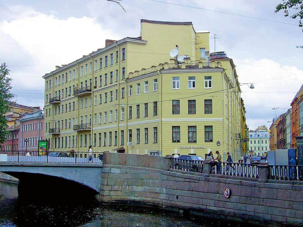 дом 104  на набережной канала Грибоедова
