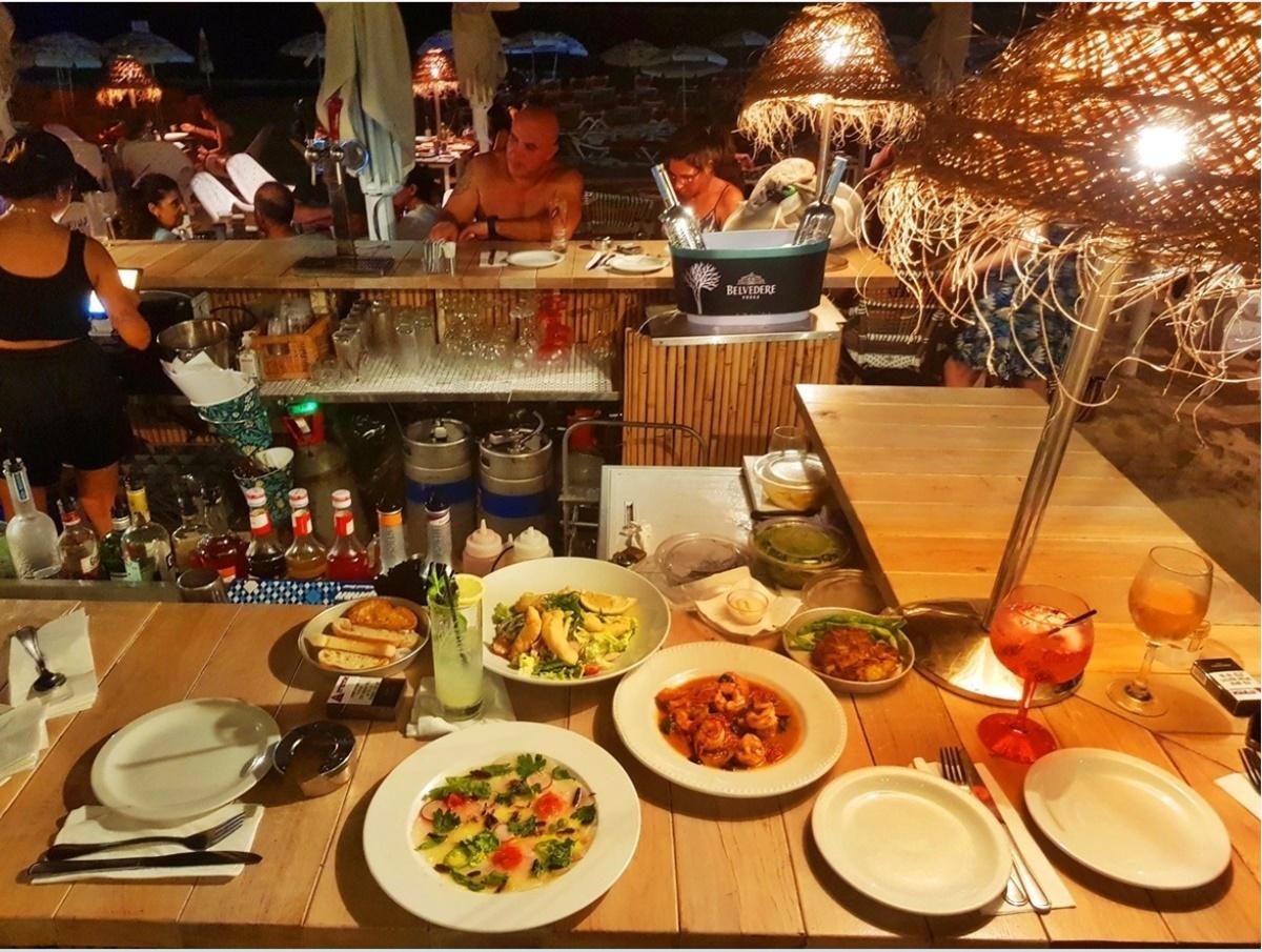 Чудесная атмосфера в ресторане Лала ленд.