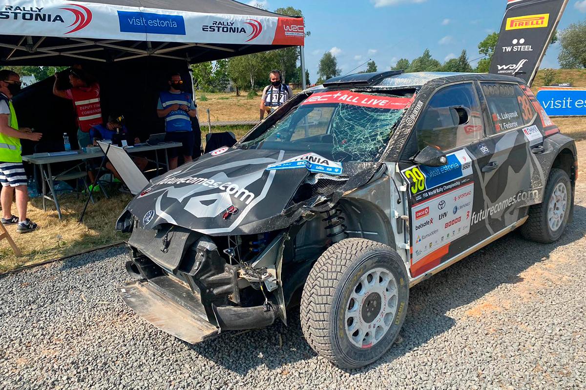 Skoda Fabia Rally2 evo Алексея Лукьянюка и Ярослава Федорова после аварии на СУ24, ралли Эстония 2021