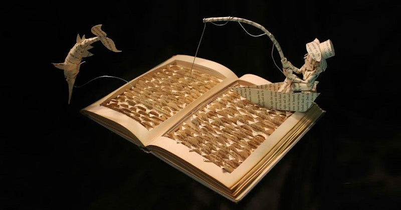 Вырезанная из книги скульптура