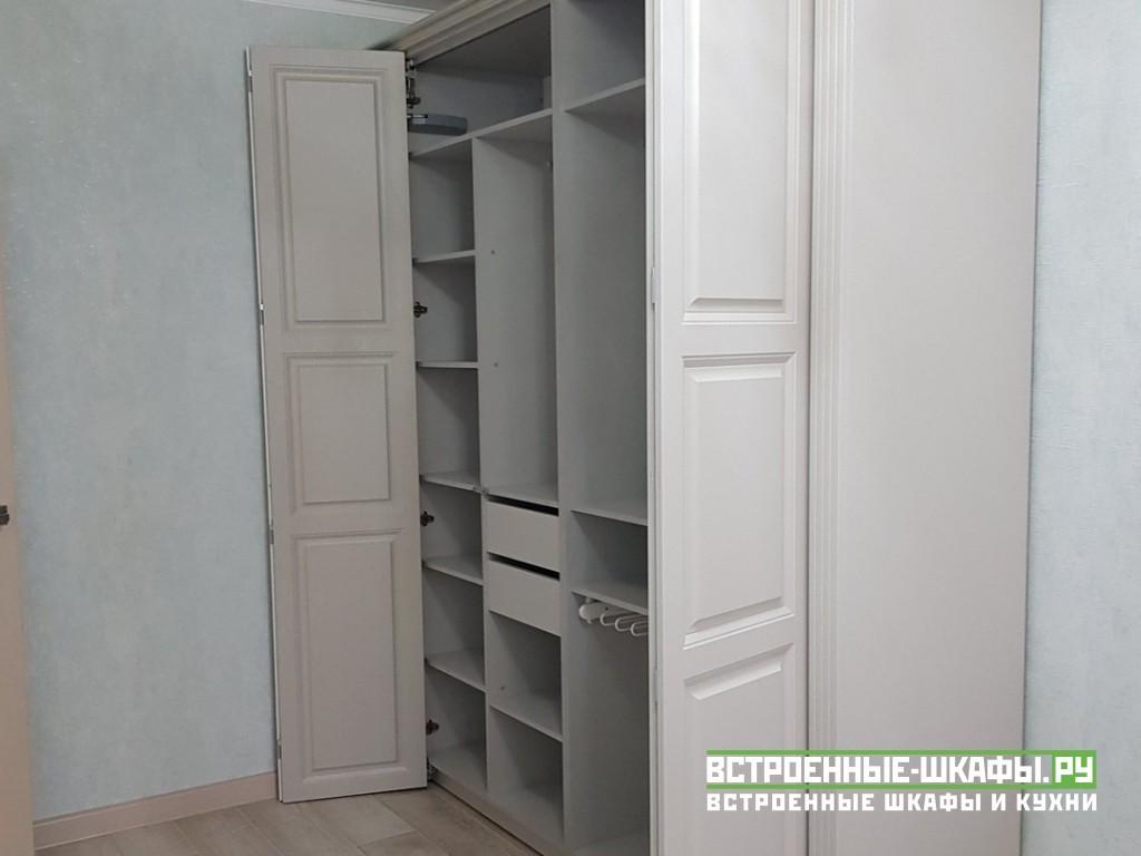 Корпусный шкаф гармошка с крашенными фасадами