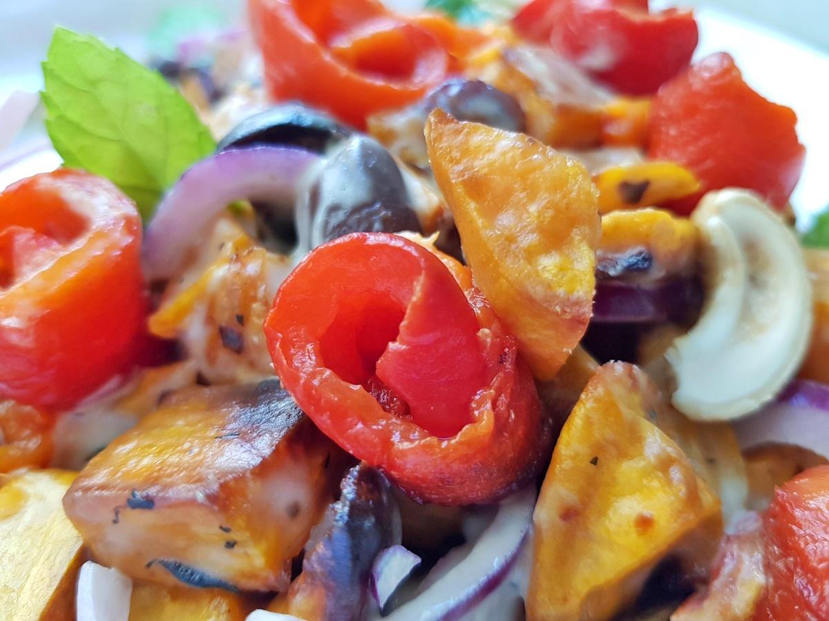 Салат с бататом и сладким перцем. Израильская кухня.