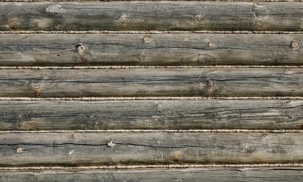 Signs That an Antique Wooden Beam Is Hand-Hewn