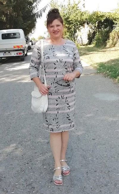 Снимка на клиентка с рокля от българския производител на дрехи Ефрея.