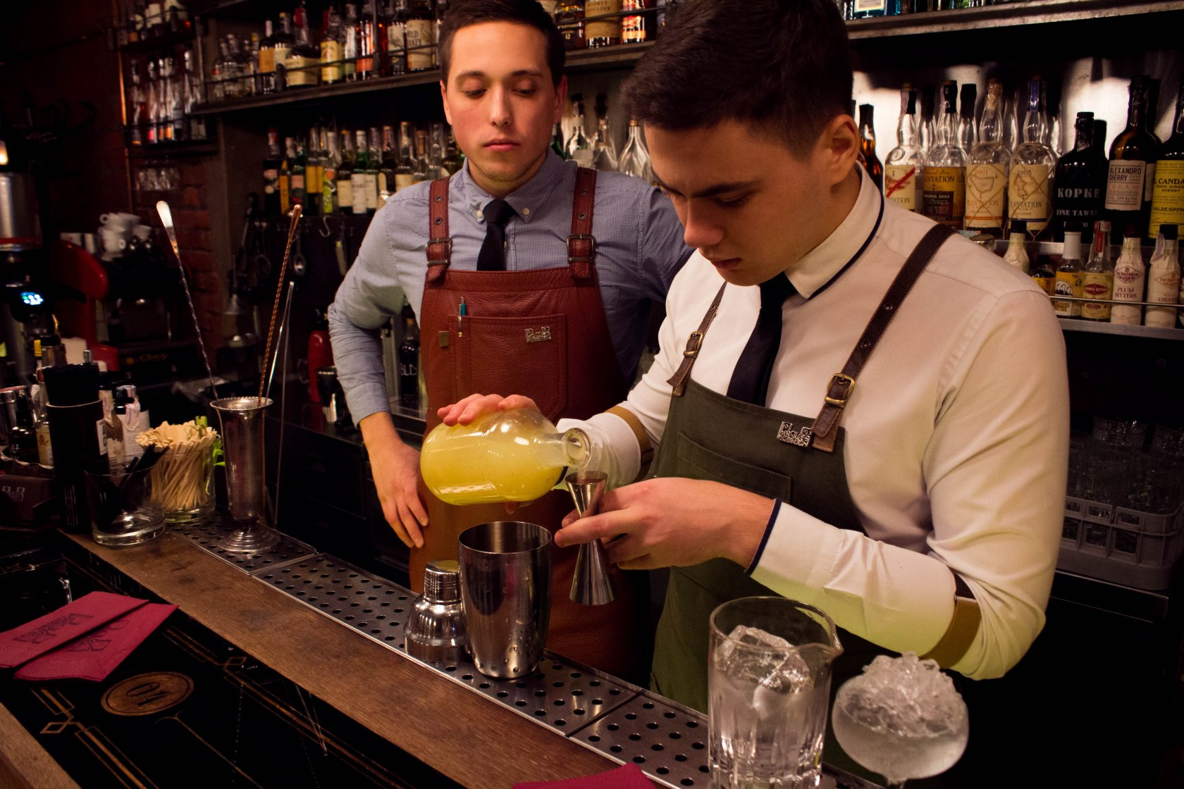 fridays bartender job overview and selection A tgi fridays bartender mixes and serves alcoholic and non-alcoholic drinks to guests of the bar and service bar following standard recipes and the company's policies merchandises drinks and is attentive to guests, making them feel welcome, at all times.