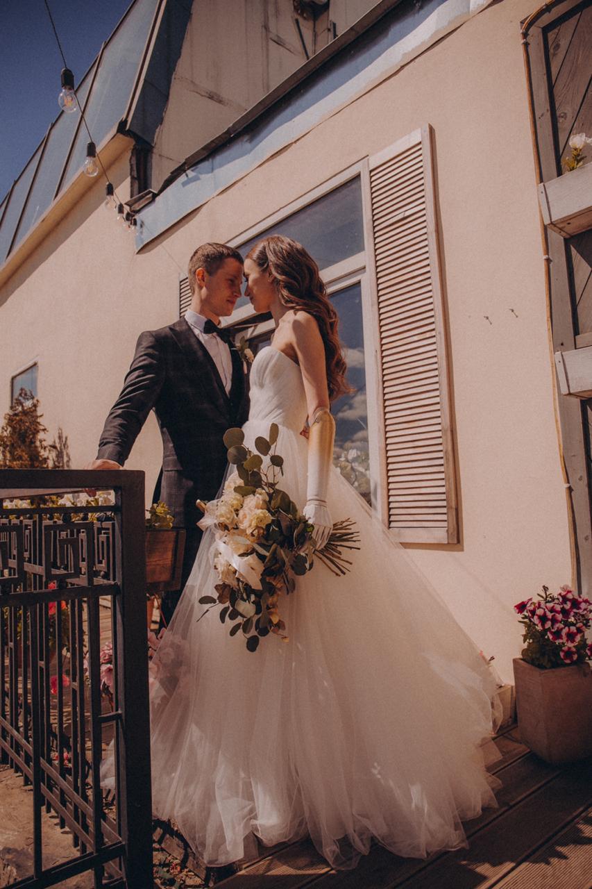 Свадьба девушки с бионическим протезом руки