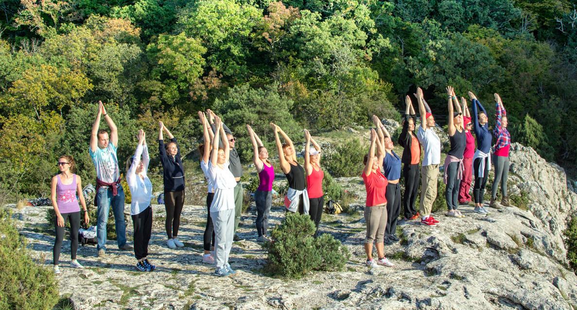 йога в крыму, йога на природе, йога в горах, йога у моря, медитация в горах