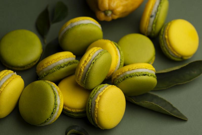 Lime-tarragon macarons photo