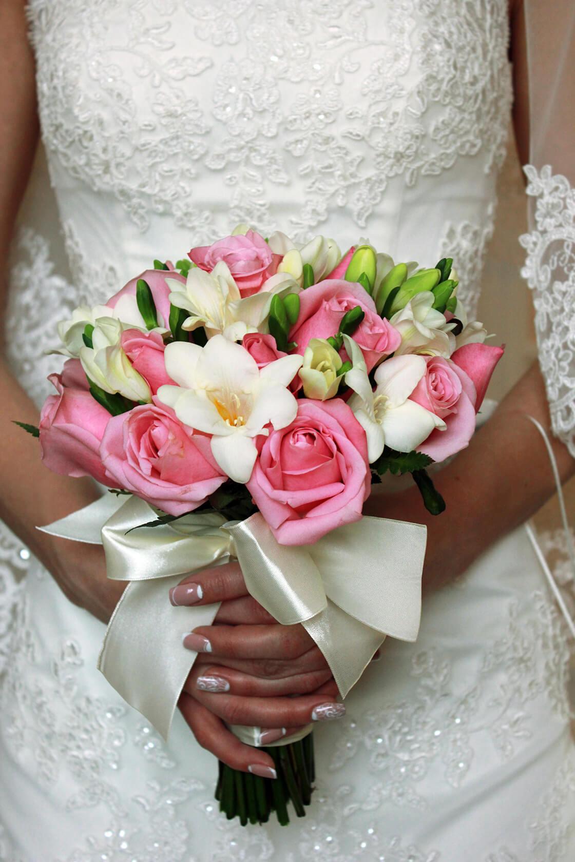 Букет невесты от 1500р в москве недорого, срезанные цветы