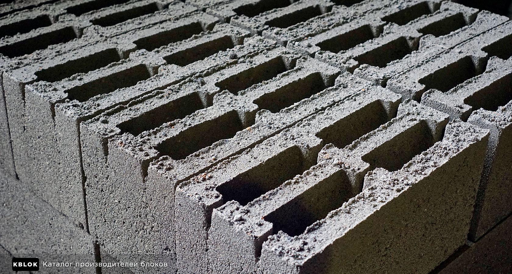 у стандартных блоков толщина стенки меньше