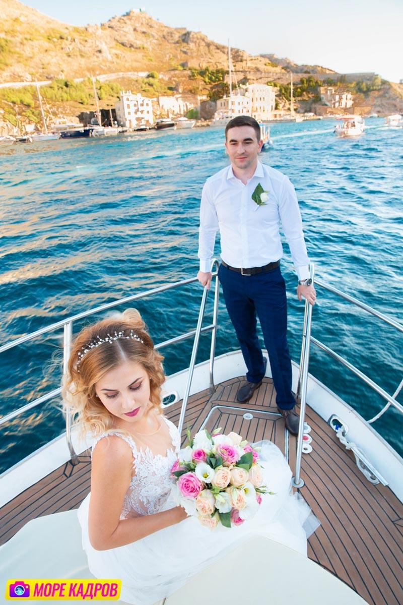 Свадебная фотосессия на яхте в Балаклаве