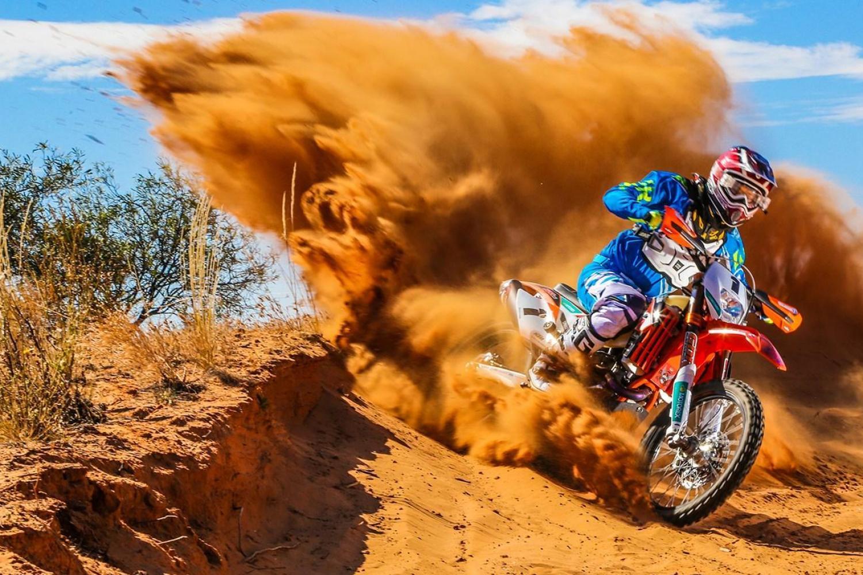 Мотокросс в пустыне