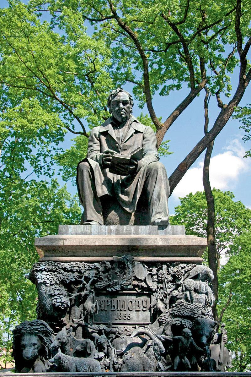 Памятник Ивану Крылову