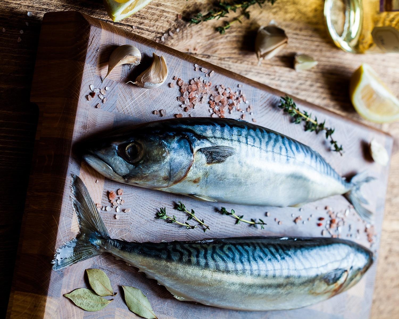 Подарить приятелям замороженную рыбу во сне