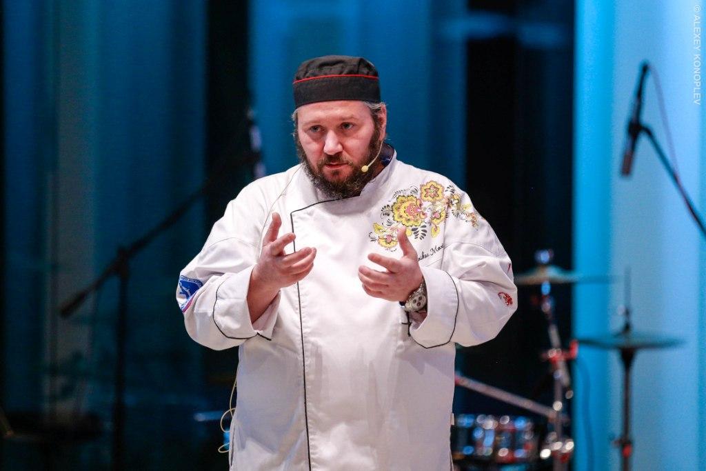 Шеф-повар Максим Сырников