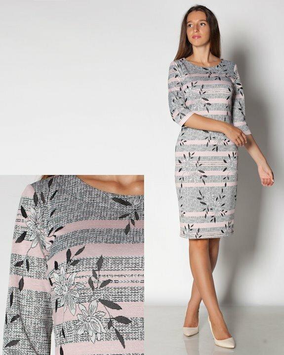 Дамска рокля в модерните цветове на 2021 и 2022 - сиво с акценти от нежно розово. Купи дамски рокли по тялото от Efrea.