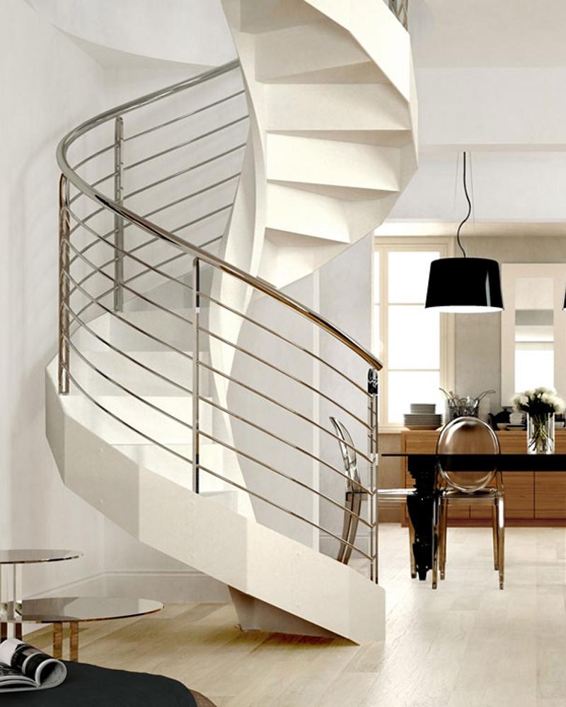спиральная лестница в белом цвете