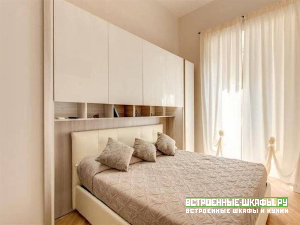 Дизайн в интерьере спальни шкафа вокруг кровати