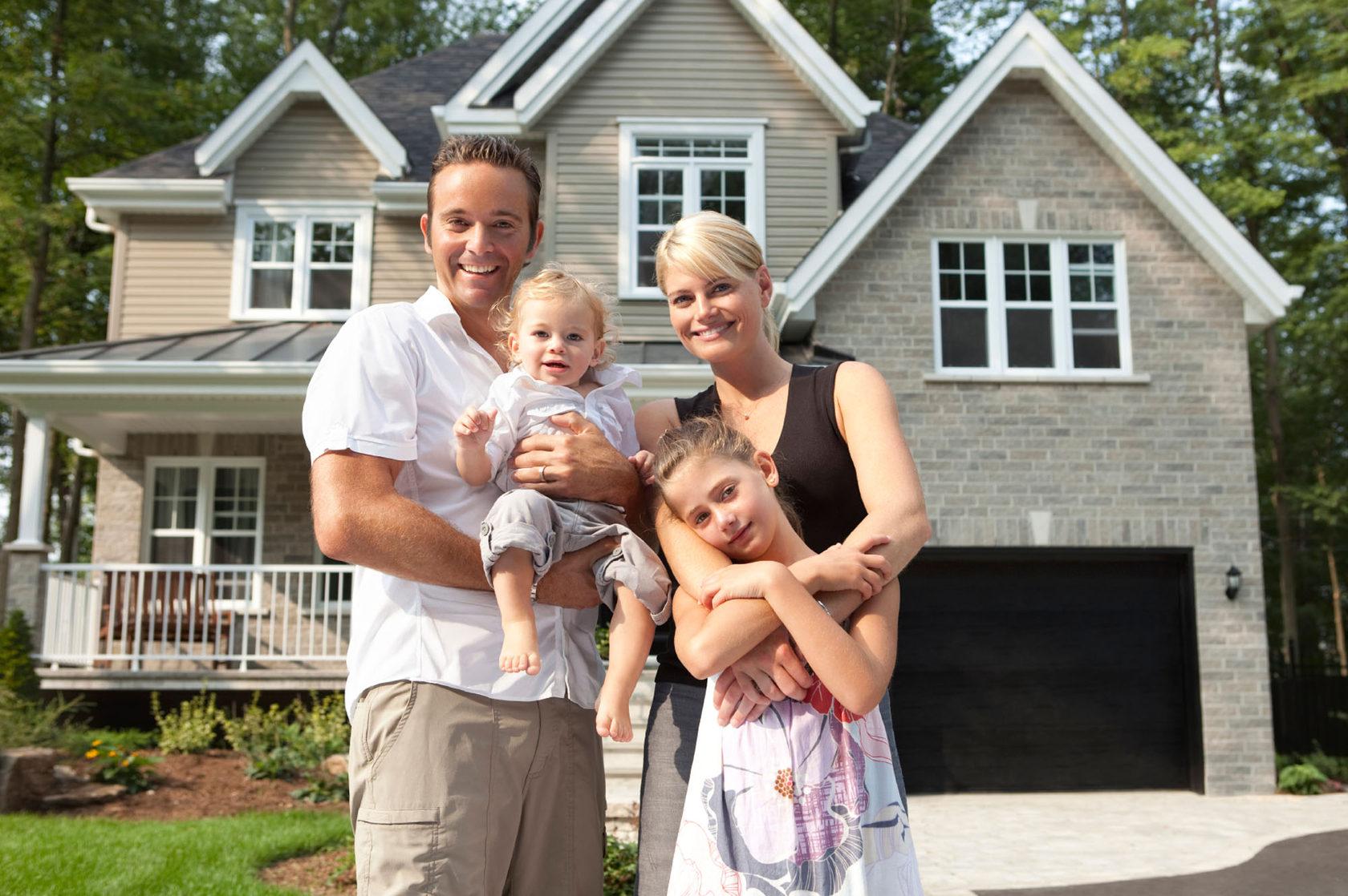 картинки счастливой семьи с двумя детьми на фоне дома оборудования аксессуаров для