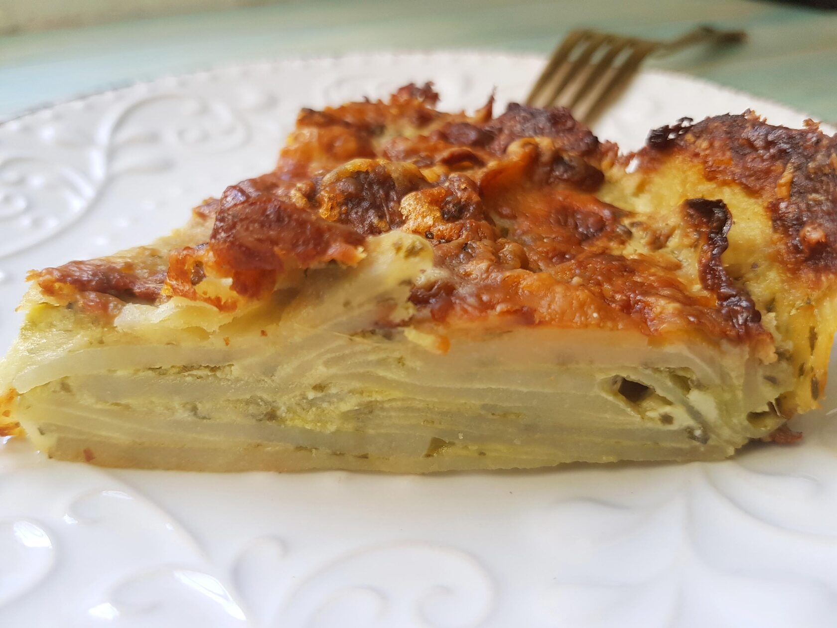 Гратен их картофеля с сыром, сливками и песто (соус из базилика). Фото рецепт.
