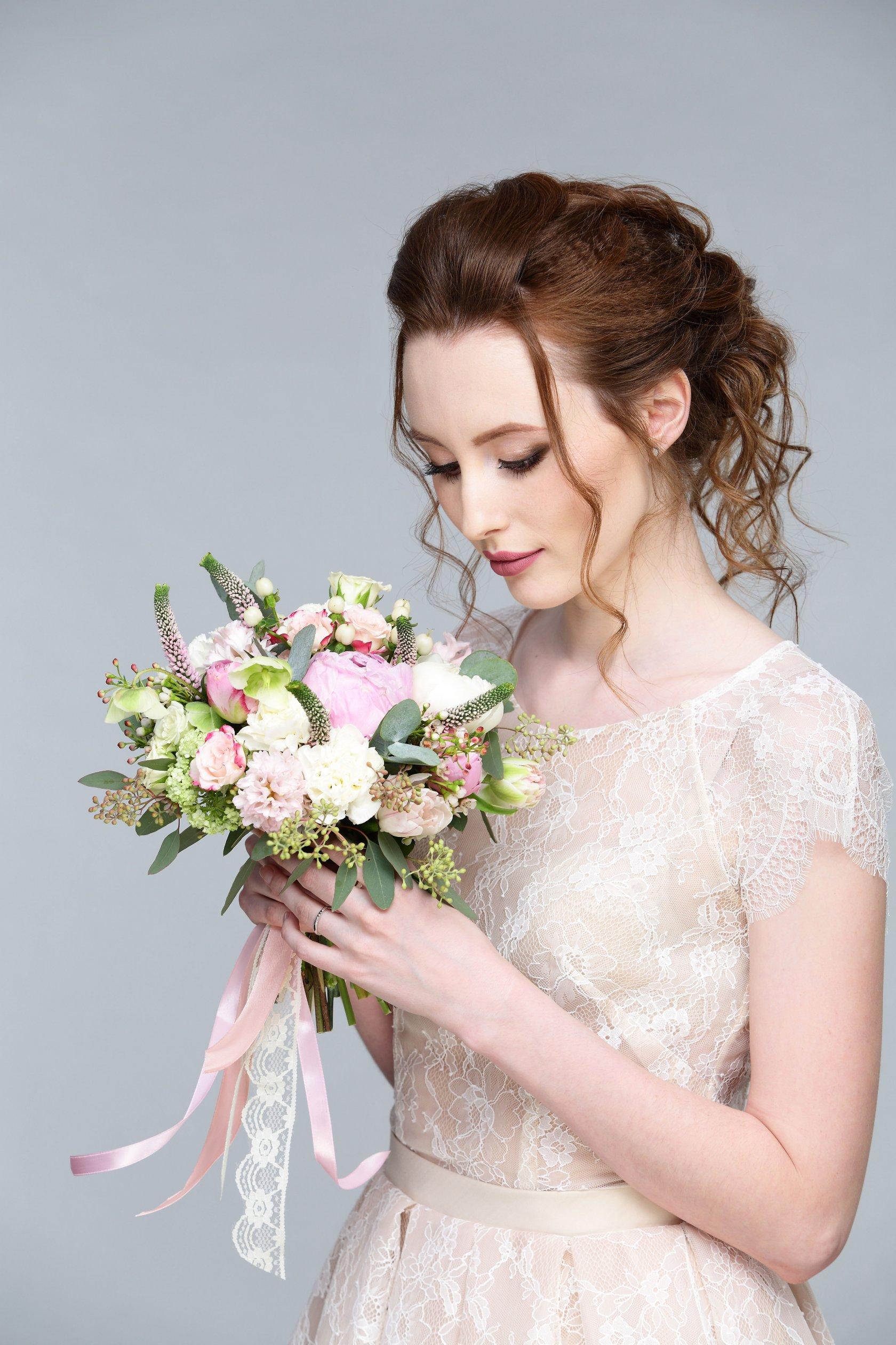 Смотреть у невесты под платьем