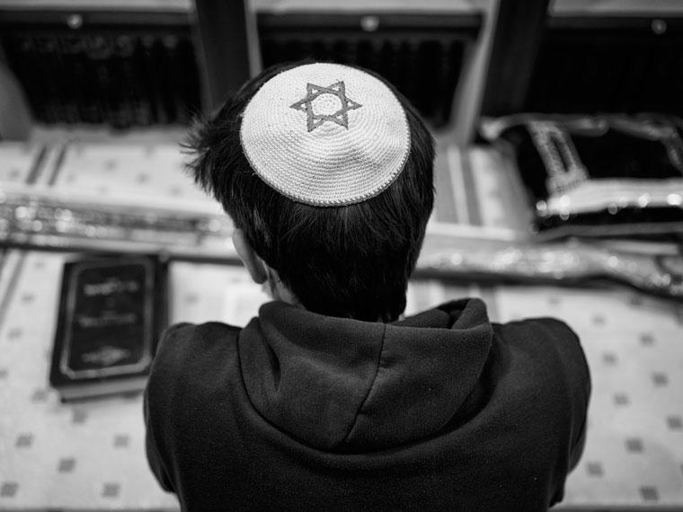 Еврей готовится к празднику Суккот