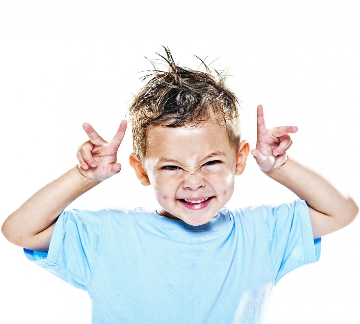 Мальчик учится сосать 4 фотография