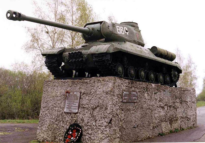 Памятник на месте великого танкового боя Зиновия Колобанова был установлен в 1981 году. Но в нем использован не КВ-1, а ИС — тяжелый танк, на котором он заканчивал войну.