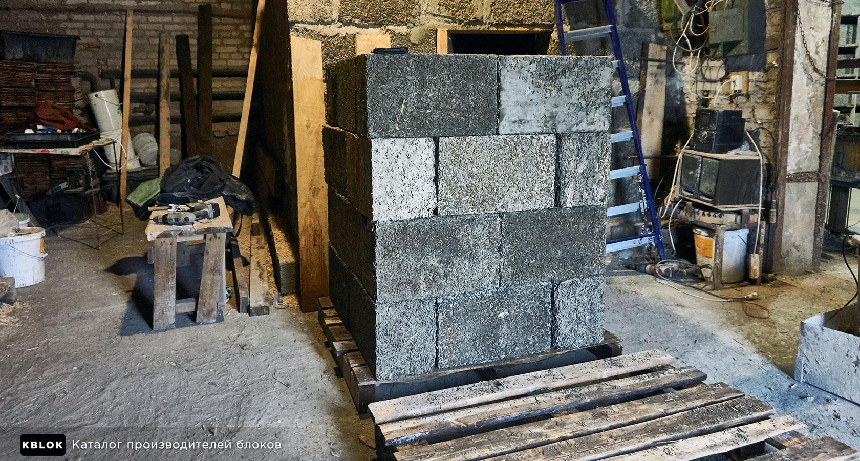 Складирование блоков на поддоны