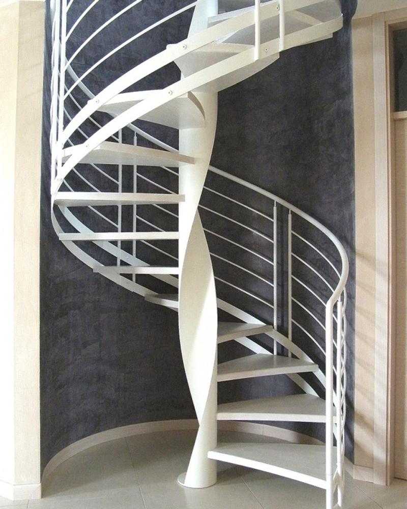 белая спиральная лестница
