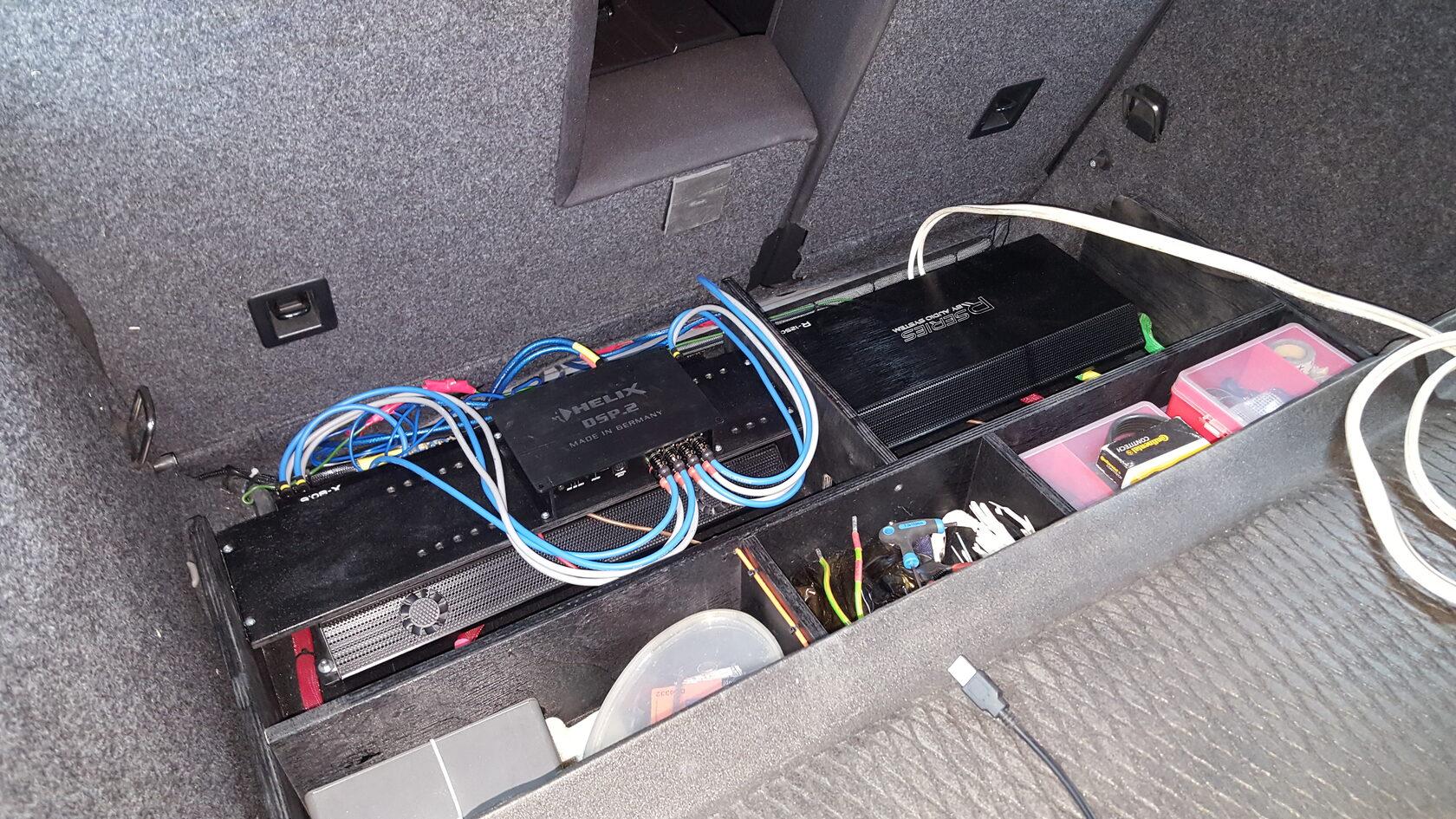 установка усилителей и аудиопроцессора в тигуане
