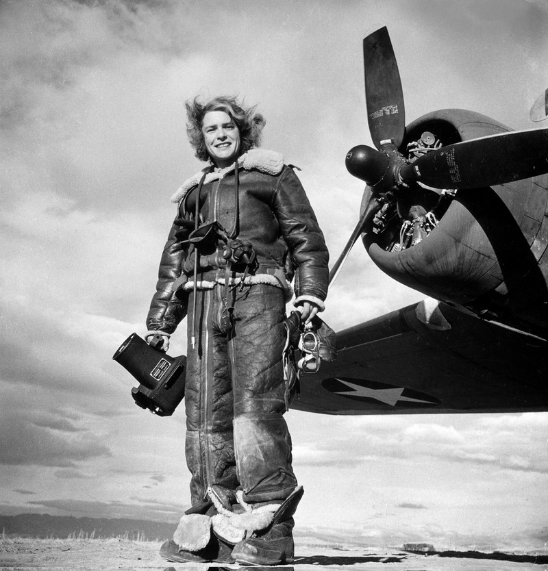 a description of margaret bourke as a famous photgrapher Margaret bourke-white (1904–1971) was a pioneering figure in 20th century documentary photography and is famous for her scenes of modern industry, of the great depression, and of political and social movements in the 1920s through 1950s.