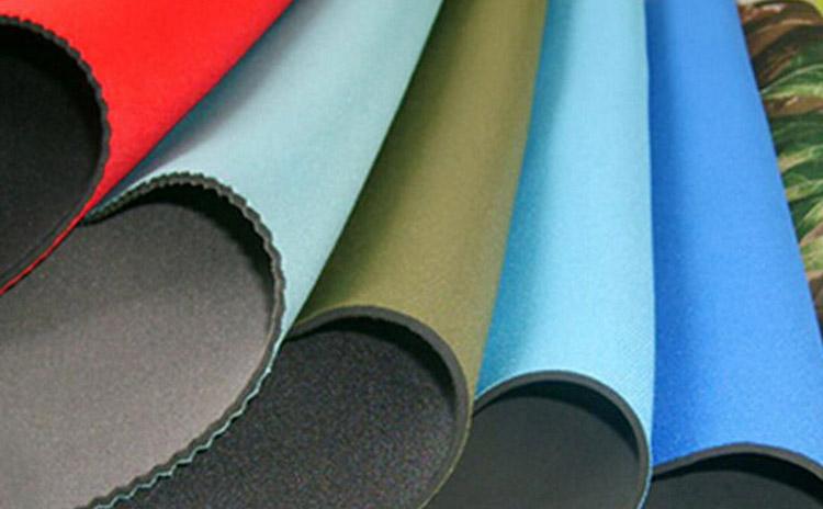 Неопрен е синтетична материя, която най-често се използва за изработване на костюми за водолази, но намира приложение и при изработването на дрехи и аксесоари.