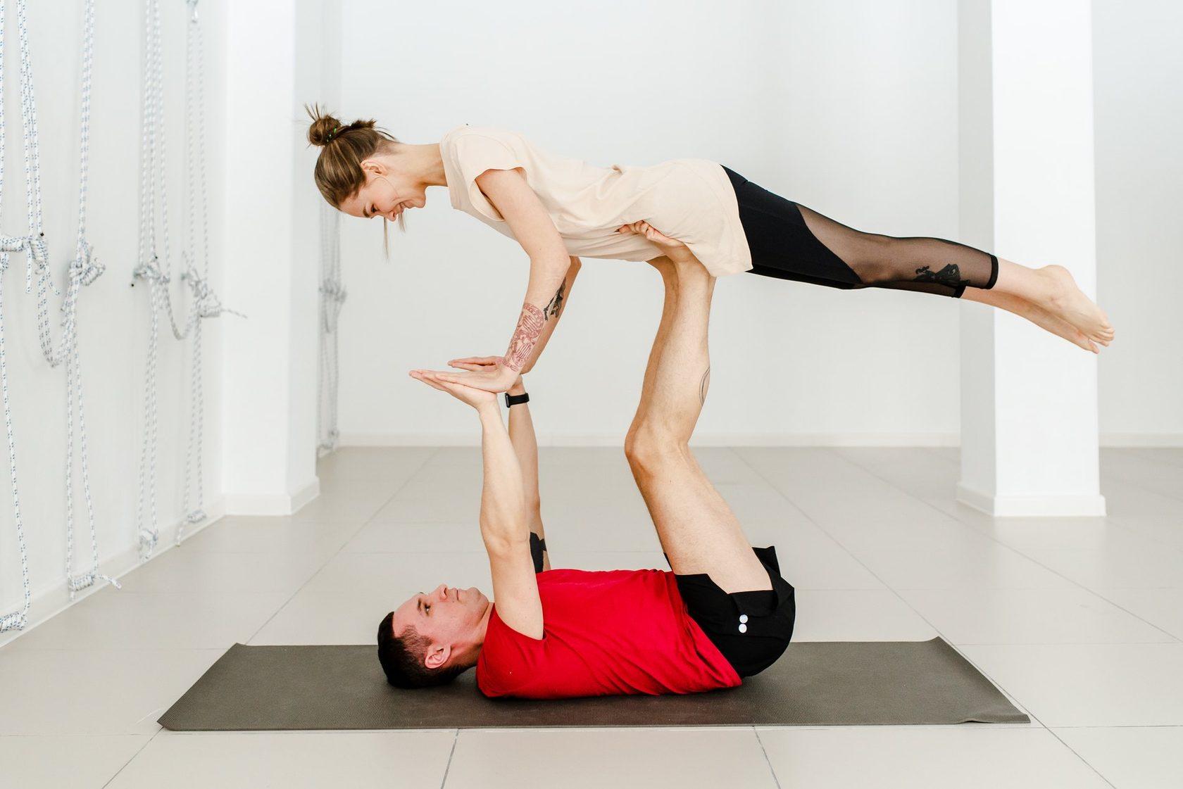 Студия йоги для пар