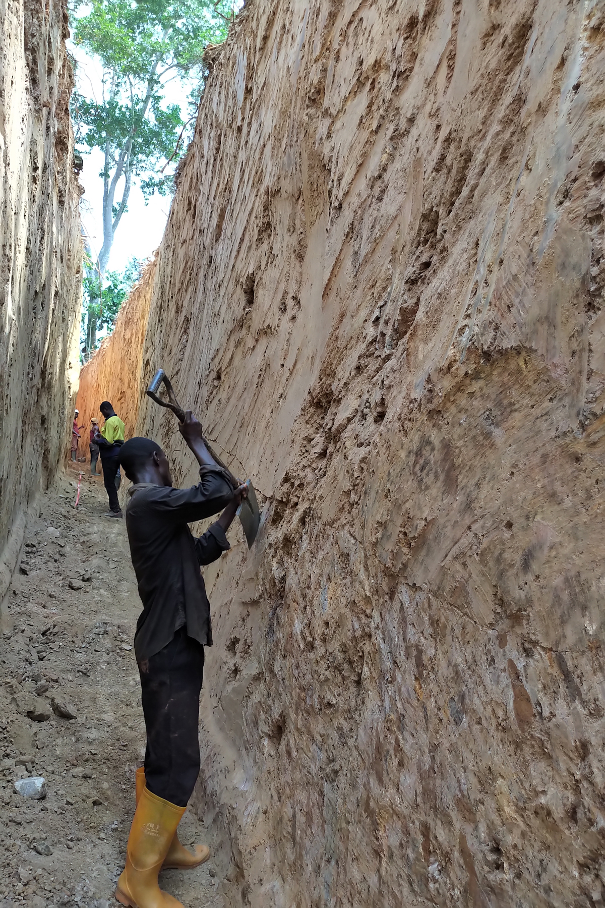 Kubi East TR3 - Working preparing trench wall for sampling