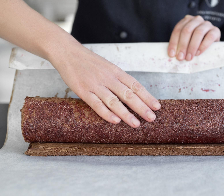roll cake assembling