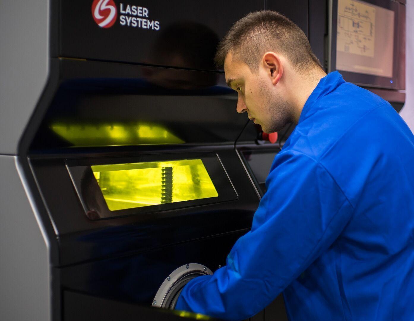 Параметры смотрового стекла 3D-принтера дизайнерам менять было запрещено 