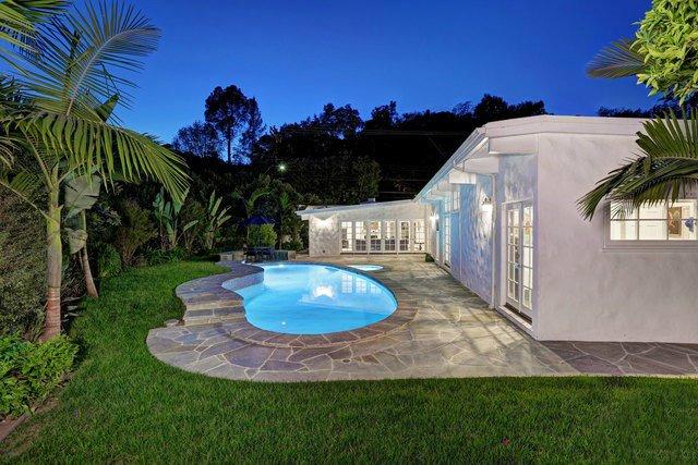 Дом с бассейном в Беверли-Хиллз