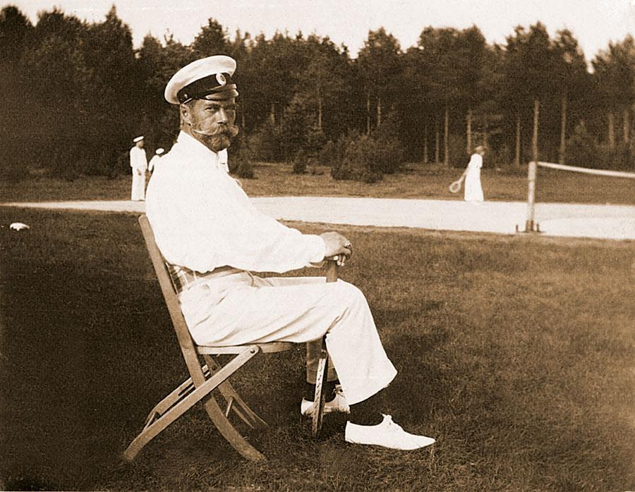 Николай II, бывая в Финляндии, спрашивал у финнов разрешения поиграть в теннис на их кортах