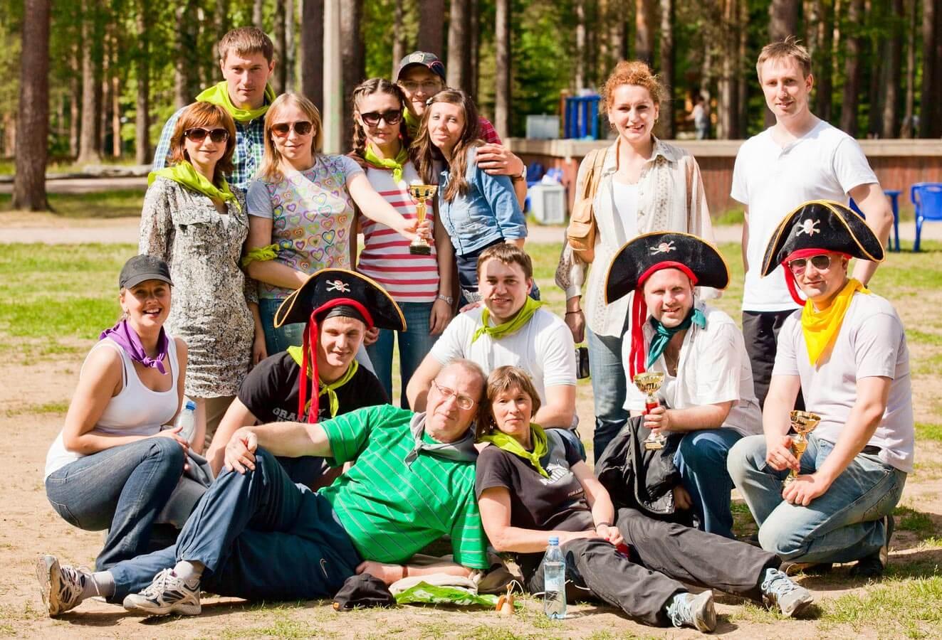 gruppovoy-kurazh-molodezhi-na-prirode-rossiya-foto-prikoli-derevenskie-ero